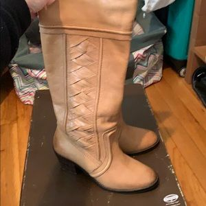 Fossil knee high tan leather boots.  Size 7.5